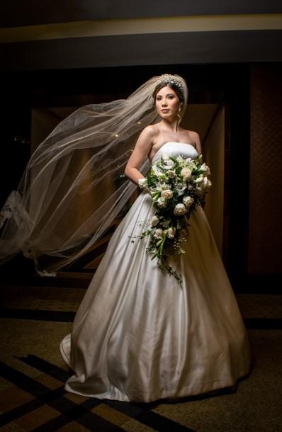 novia en sesión fotográfica el día de su boda