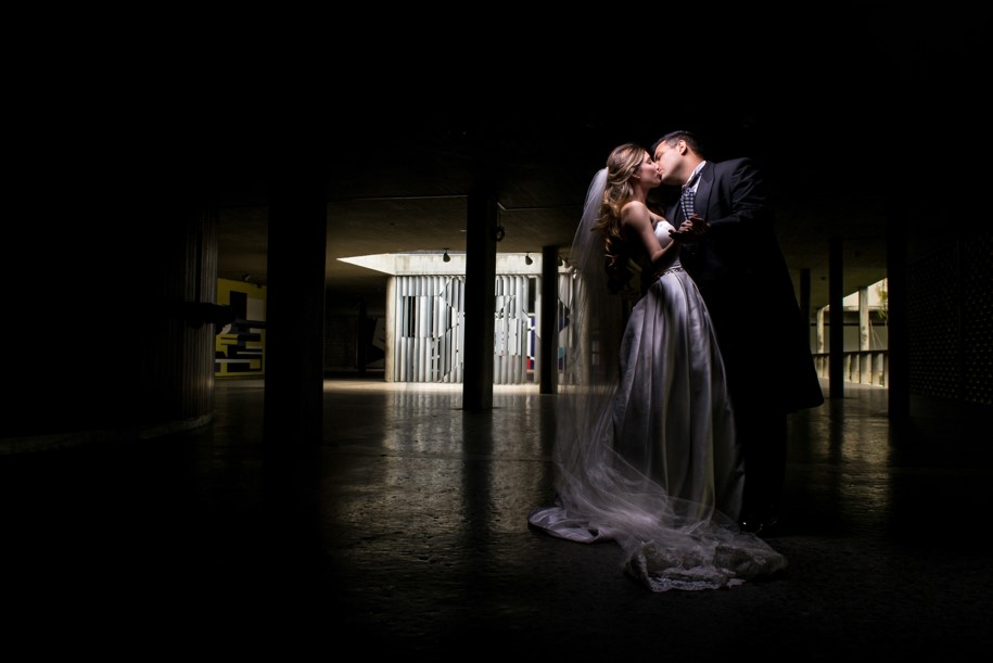pareja en sesión fotográfica el día de su boda
