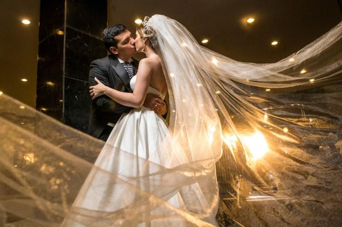 novios en sesion de fotos de boda
