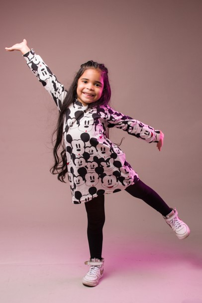 sesion de fotos de niña en estudio de fotografia
