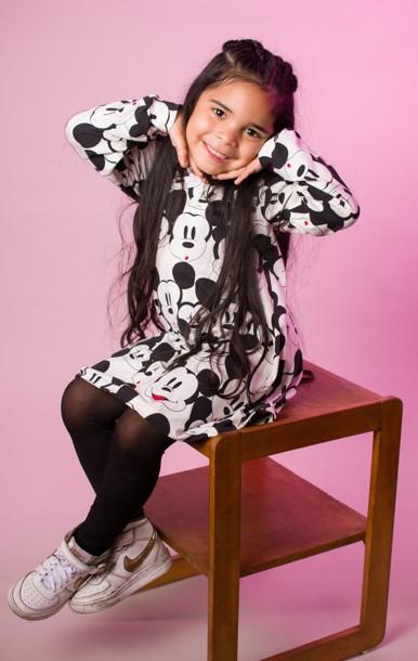 niña sesion de fotos infantil en estudio fotográfico